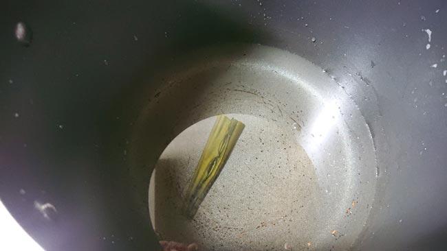 乾燥昆布を火にかける