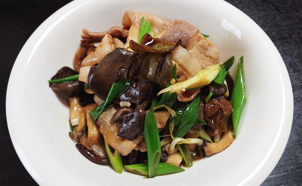 豚バラ肉とヒラタケの炒め物
