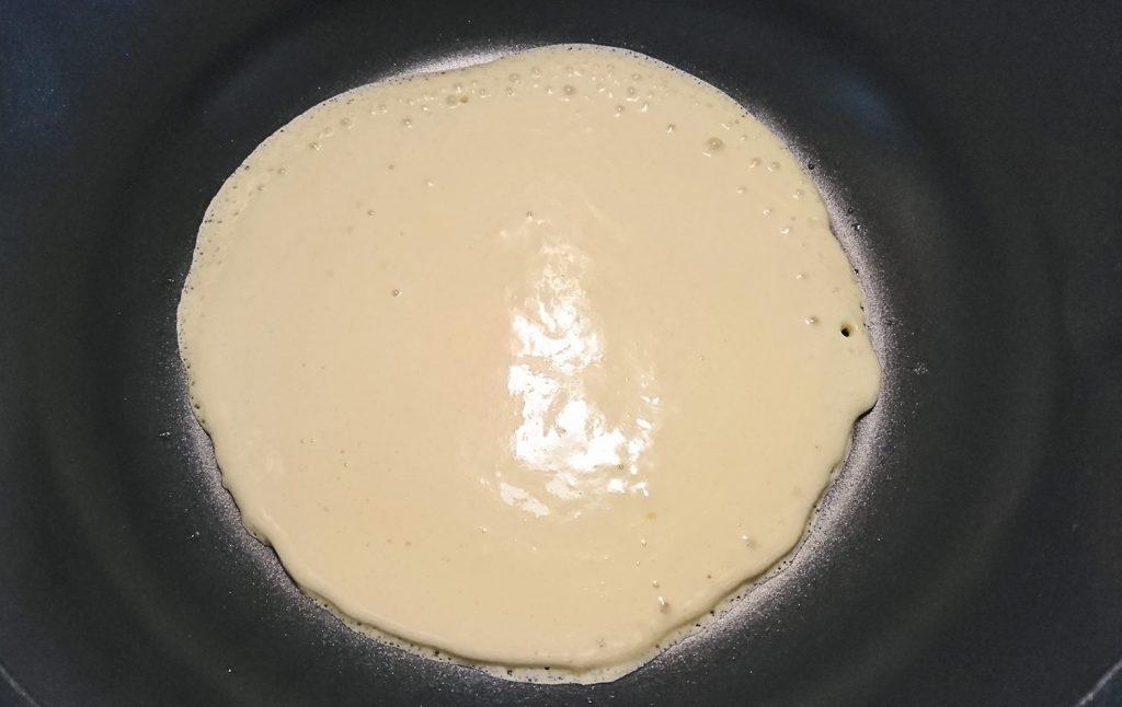 フライパンでホットケーキ焼こう