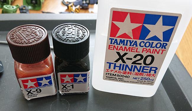 ウォッシングに使用するエナメル塗料
