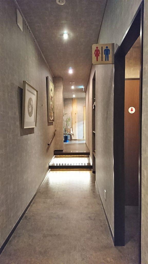 そば処松屋トイレ前の廊下