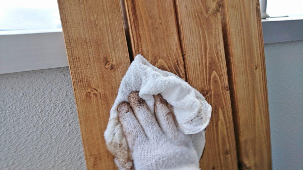 別の布で拭き上げる