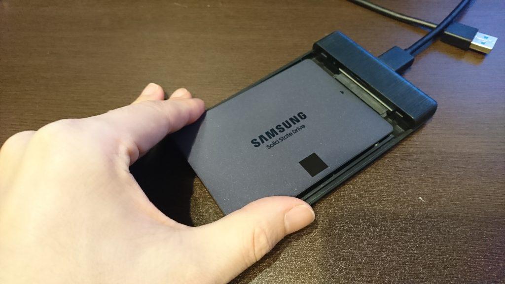 変換ケースにSSDを挿入