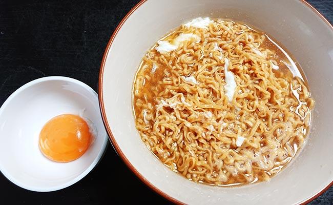 卵黄を別にしてよく混ぜ