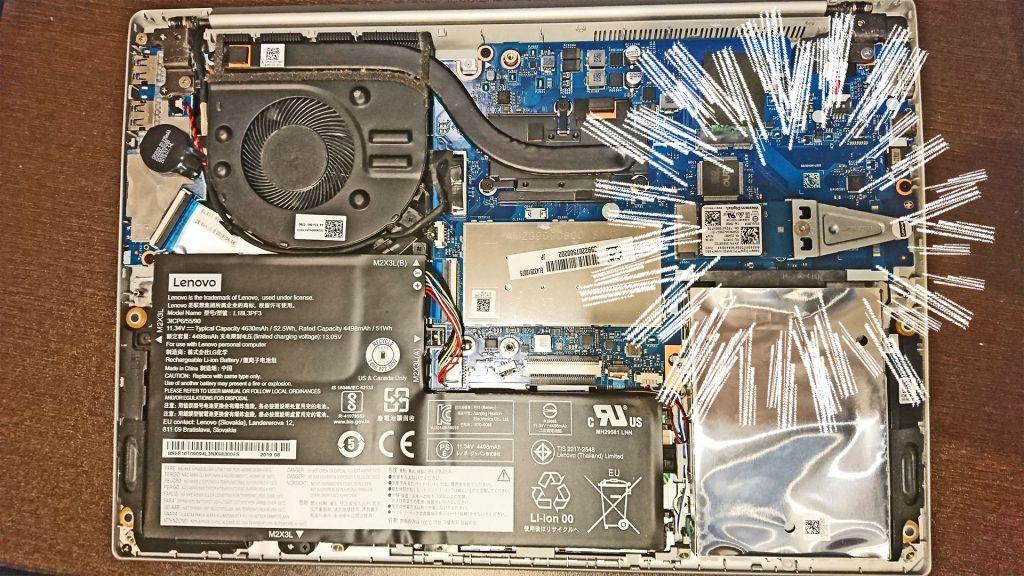 レノボ Ideapad S340の底面を開いた様子