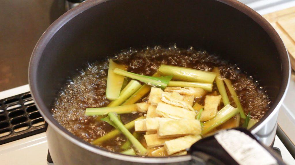 食材を煮る